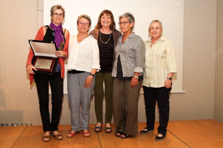 Àngels Seix, Marta Selva, Anna Solà i Montse Pellicer recollint el premi per la diversitat en l'audiovisual atrogat pel CAC el 2016