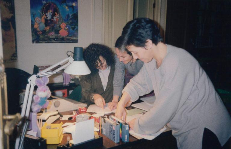 Lourdes Labara, Raquel Aranda i Anna Solà a l'oficina del carrer València