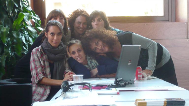 Blanca Almendáriz, Elena Moliner, Mireia Corbera, Anna Morero, Júlia Fisas i Lourdes Labara durant la Jornada de l'Observatori de Dones als mitjans de comunicació a Cornellà l'any 2010